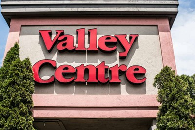 Channel letters and pylon signs for Valley centre