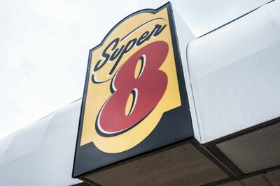 Super 8 pylon signs by BlinkSigns
