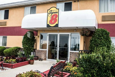 Super 8 using commercial awnings and pylon signs by BlinkSigns