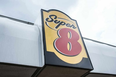 Pylon signs and awning signs For Super 8