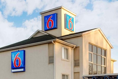 Motel 6 prefers commercial awning by blinksigns